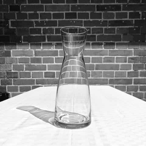 Vattenkaraff 1,1 liter hyra porslin